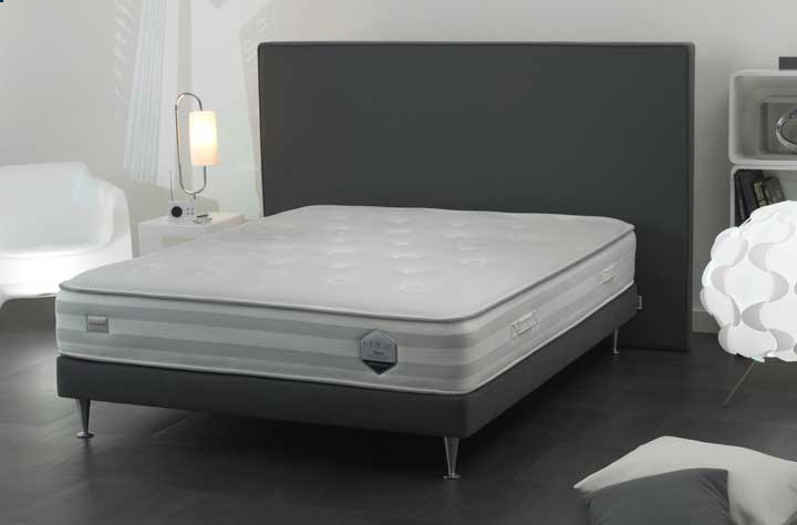 simmons literie titane matelas et sommier le meilleur de l. Black Bedroom Furniture Sets. Home Design Ideas