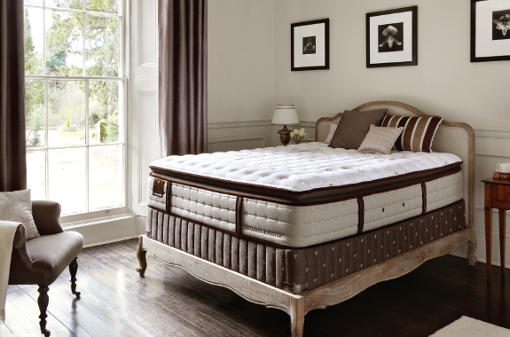 stearns et foster literie estate pillow top matelas et sommier le. Black Bedroom Furniture Sets. Home Design Ideas